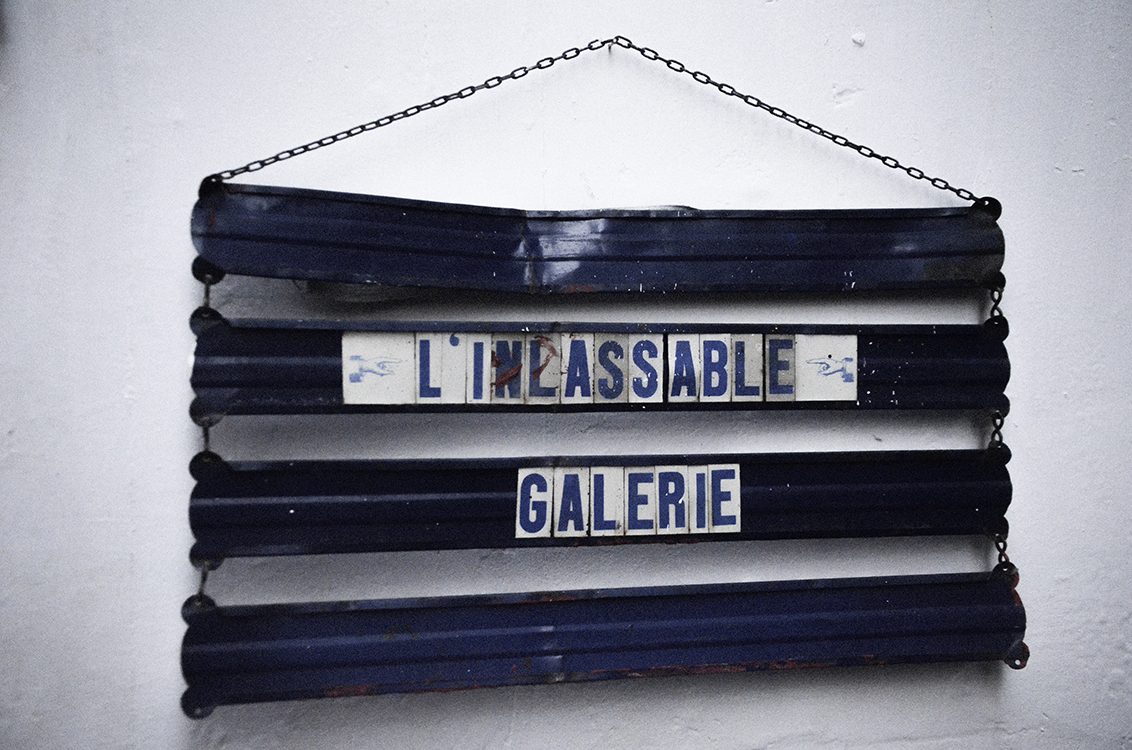 L'Inlassable Galerie is located at 18, rue Dauphine, Paris.